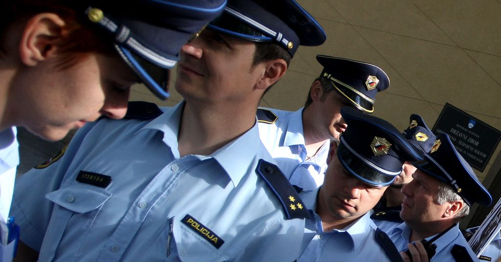 Svinčeni objem policije