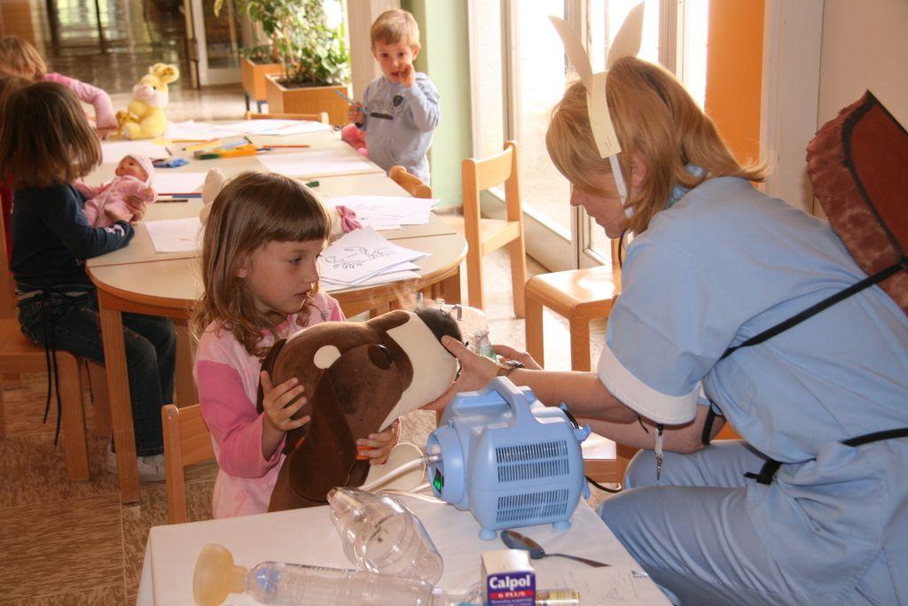 Kako si pomagamo: Pogosti zapleti virusnih okužb dihal pri otrocih
