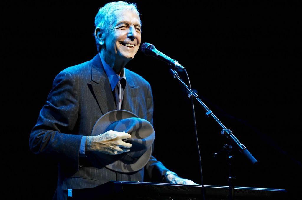 Leonard Cohen navdušuje na evropski turneji