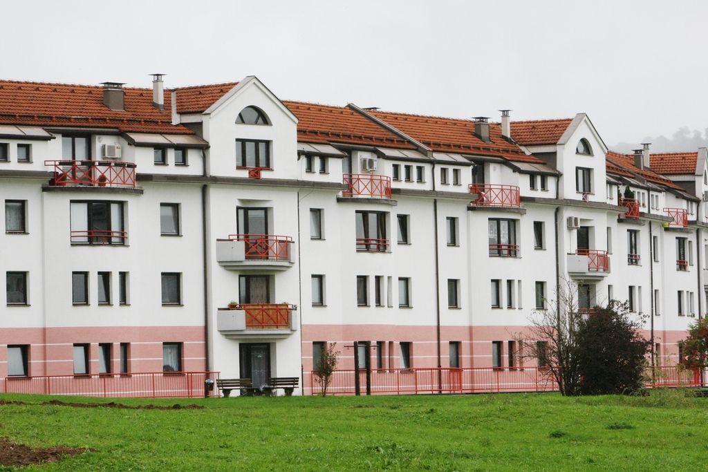 Razmisleki o tem, da bi upravnikom stavb določili mandat