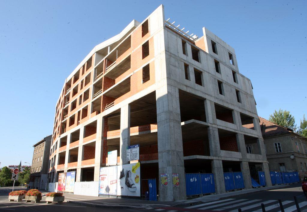 Centrum in kulturno središče Maks ostajata nezgrajena