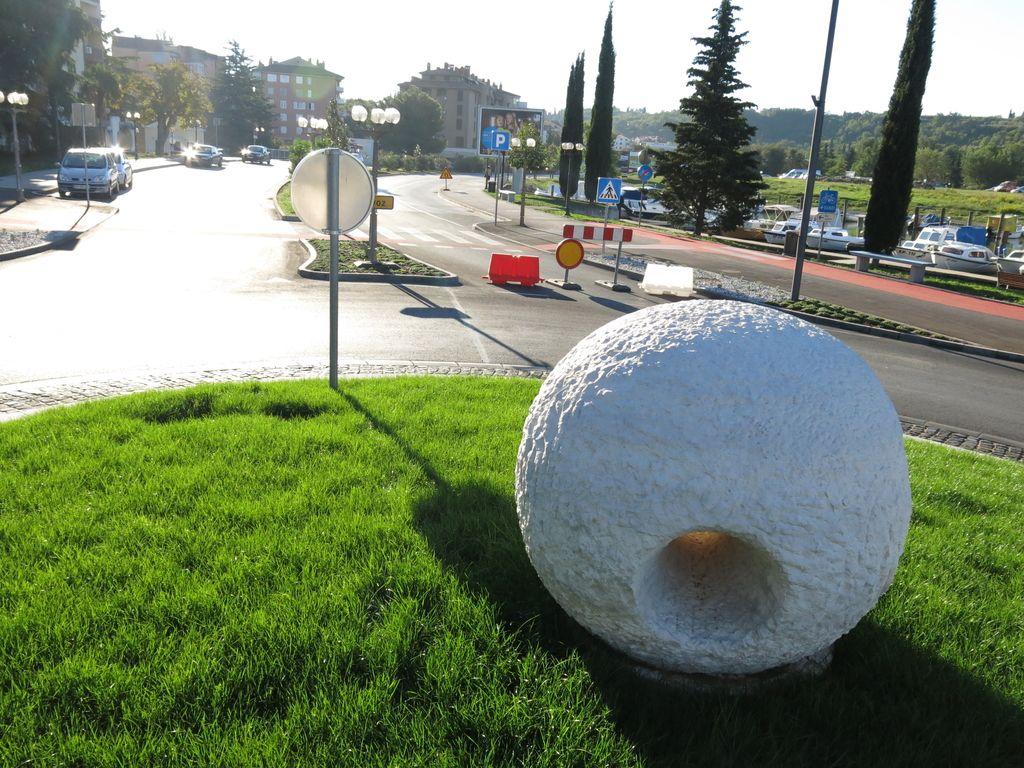 Prometni zamašek v Luciji zaradi polepšane ceste