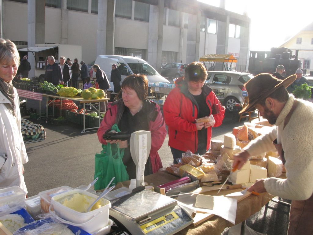 S podporo občine se koncesionar umika z jeseniške tržnice