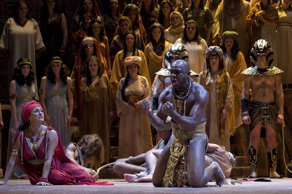 En kos patosa z japonske turneje opere Aida SNG Maribor