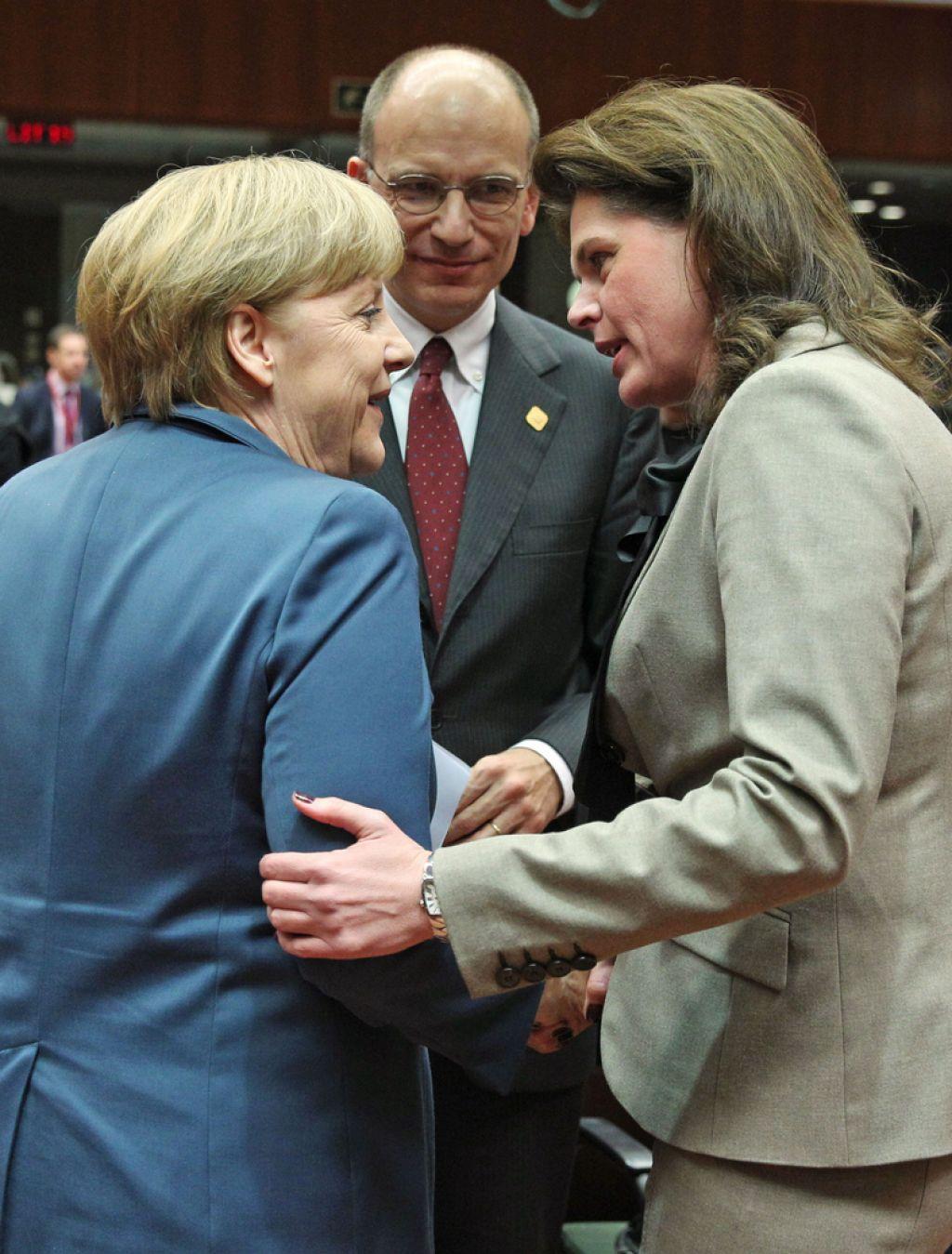Bratuškovi v EU čestitali za načrt reševanja bank