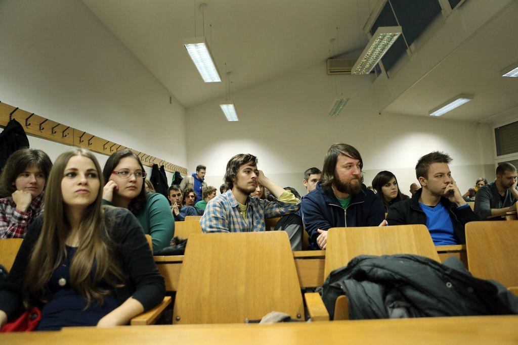 Največ rednih prostih mest ima še fakulteta za upravo