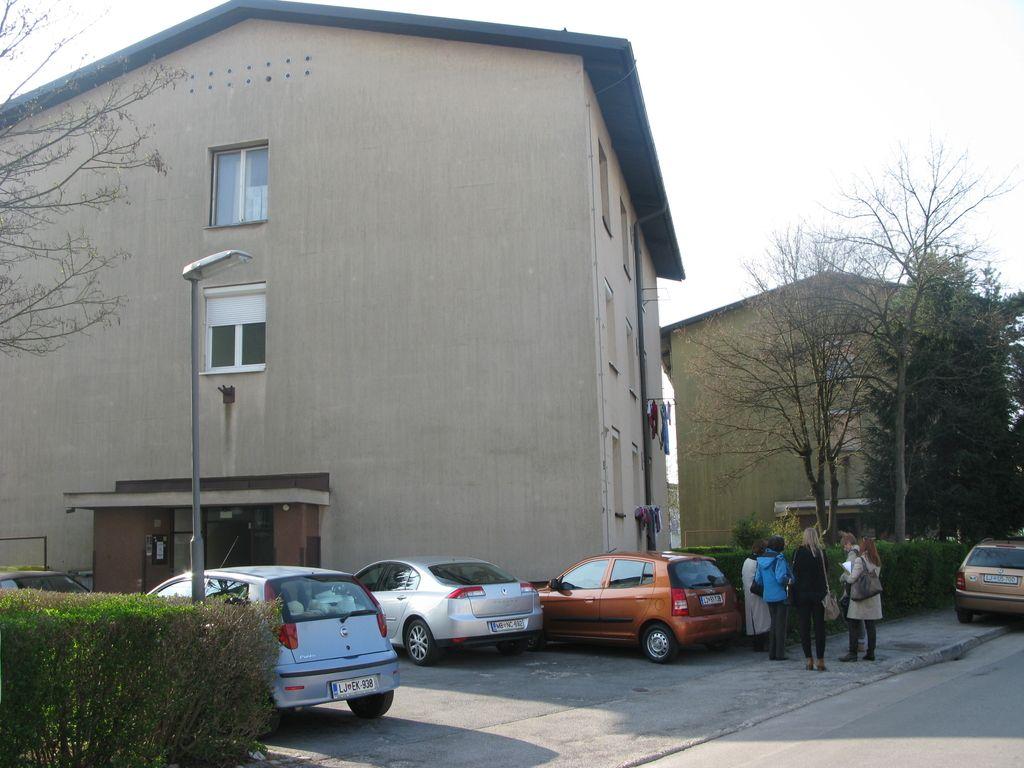 V Križni 4 lastništvo parcel okoli bloka ni sporno