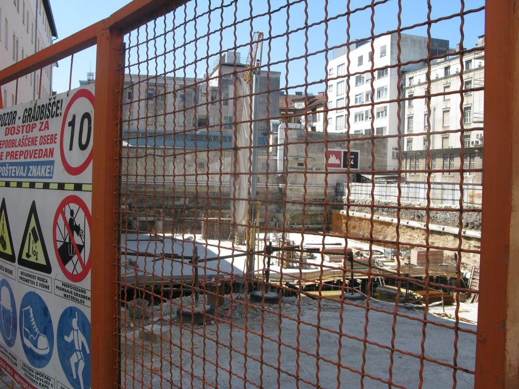 Gradnja Kozolca II miruje že od marca