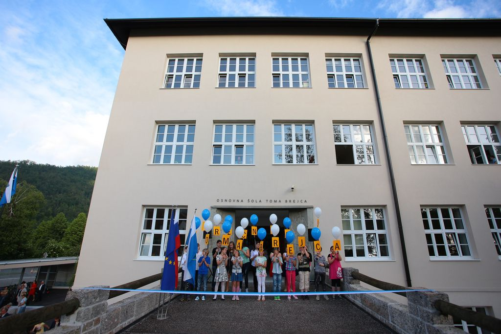 V središču Kamnika odprli obnovljeno šolo