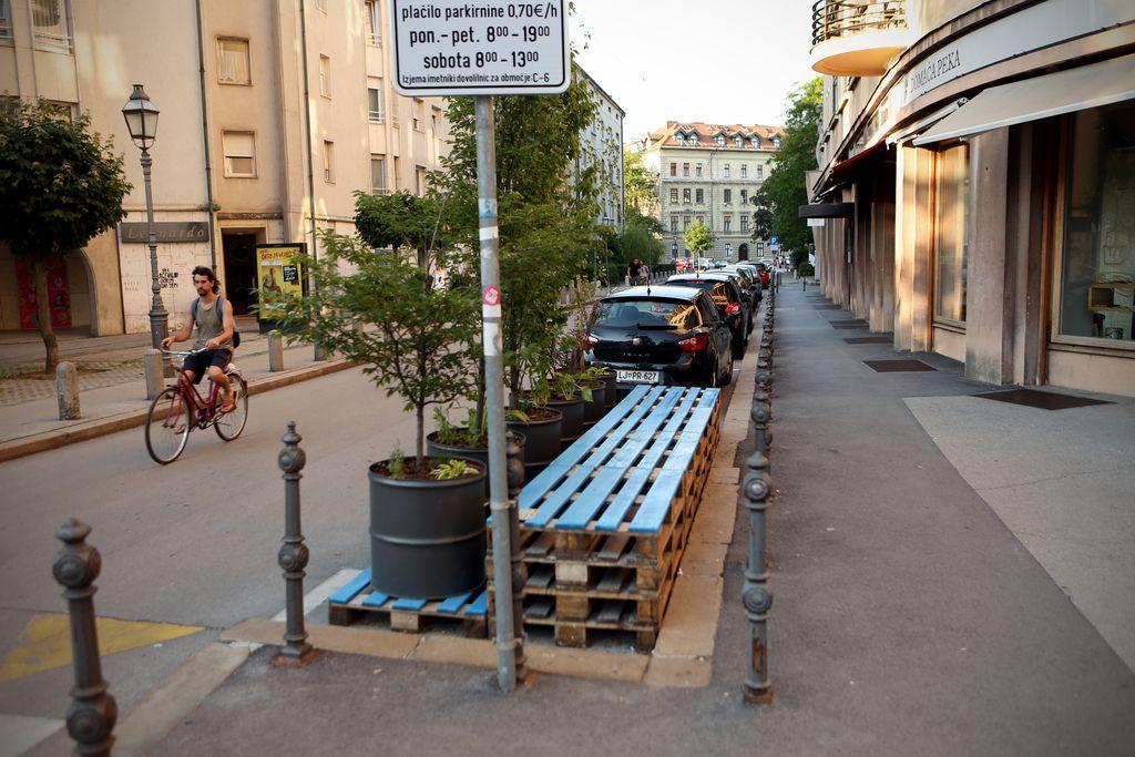 Parkplac: Urejanje degradiranih prostorov ali le nova uzurpacija javnega?