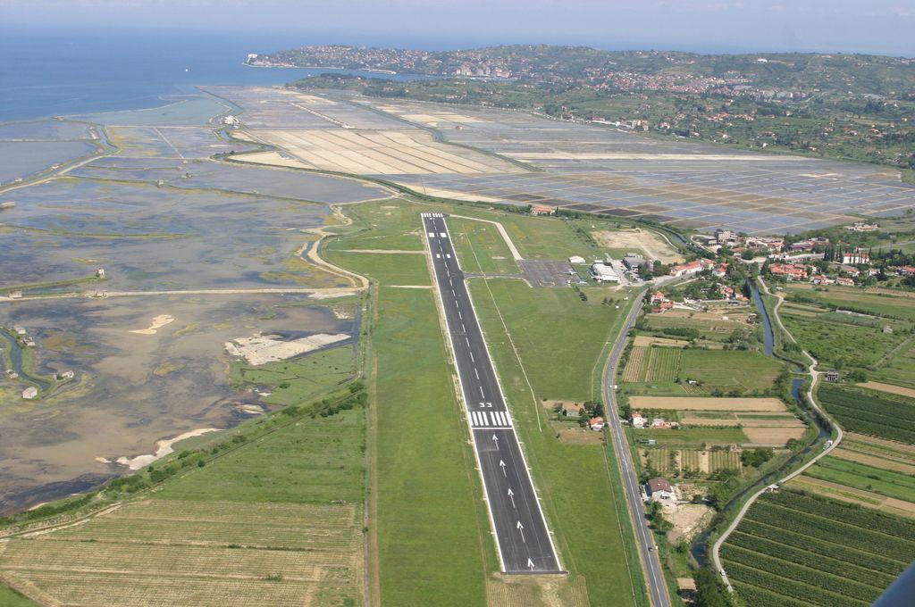Aerodrom Portorož: Letalska zveza z Rimom le prvoaprilska šala?