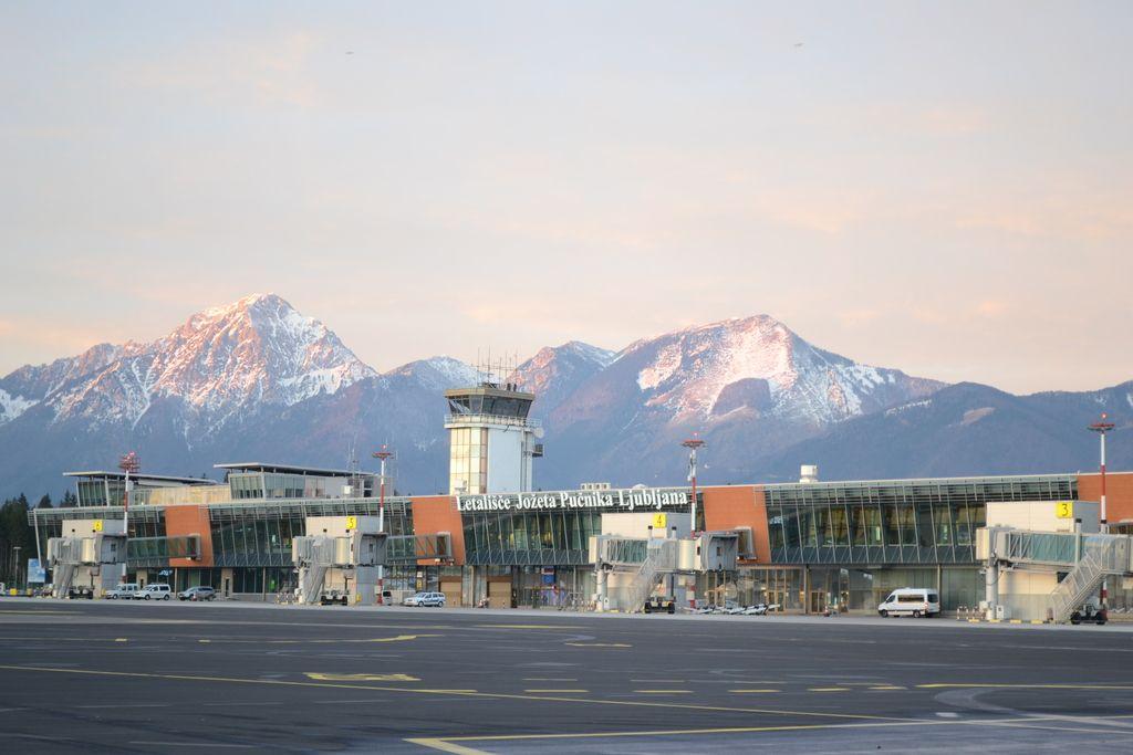 Francoska družba oddala ponudbo za nakup Aerodroma Ljubljana