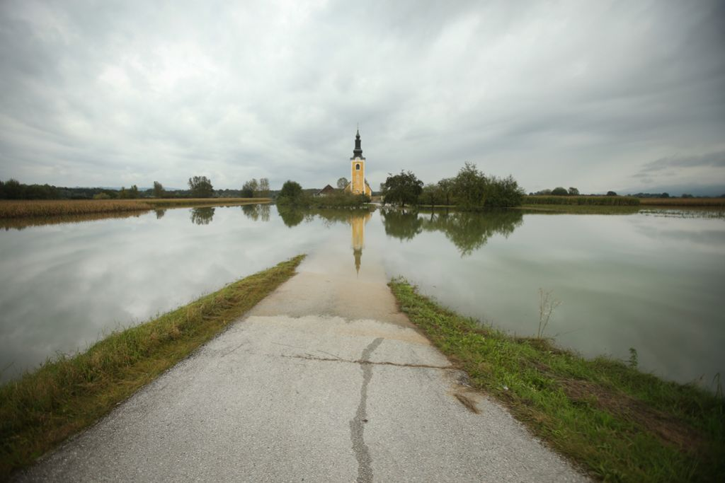 Vode v Pomurju pod nadzorom, škoda v kmetijstvu bo ogromna