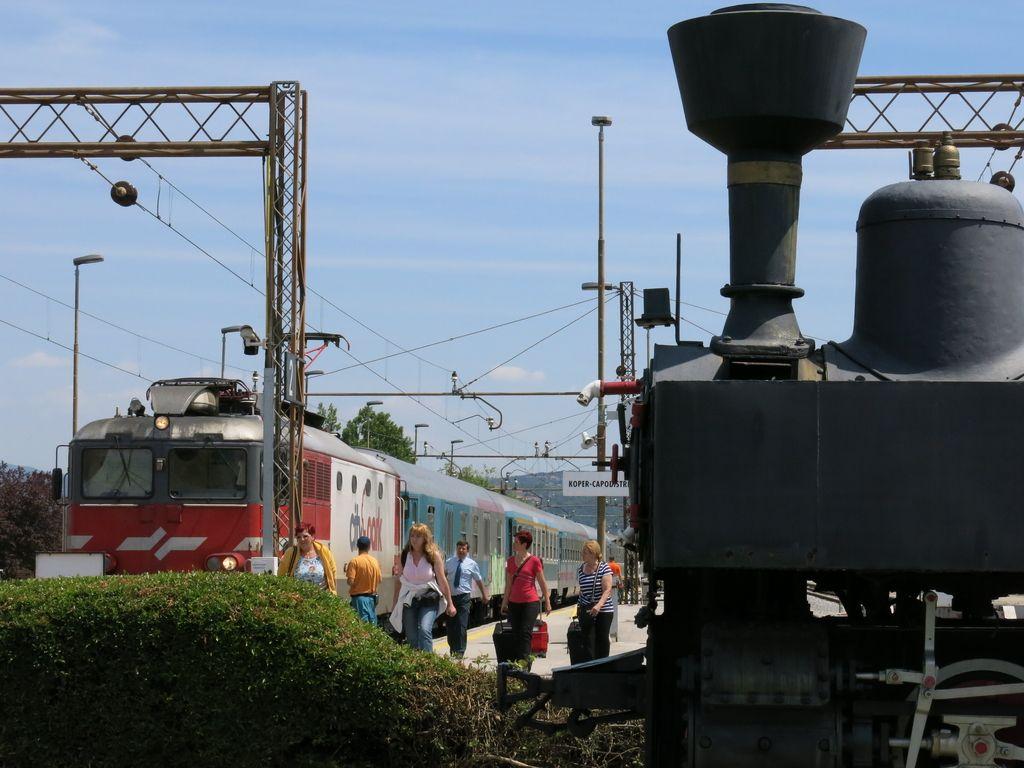 Iz Kopra v Ljubljano en potniški vlak na dan