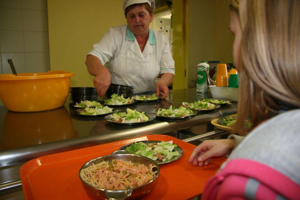Novi sistem subvencioniranja šolske prehrane z začetnimi težavami