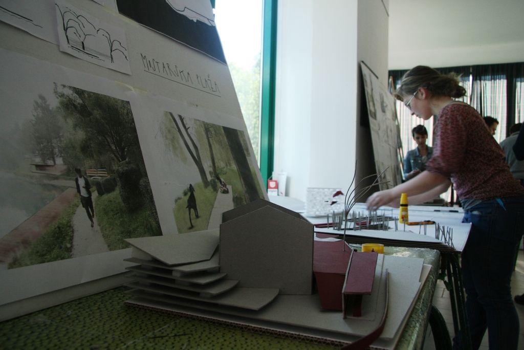 Študenti so urejali območja ob mostarskem jezeru