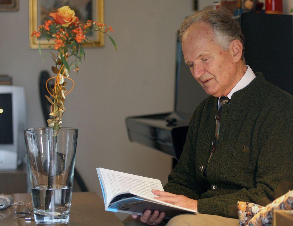 V 89. letu je umrl jezikoslovec Jože Toporišič