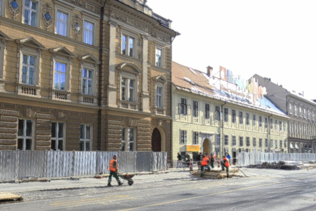 Za prenovo Slovenske namesto treh verjetno osem mesecev
