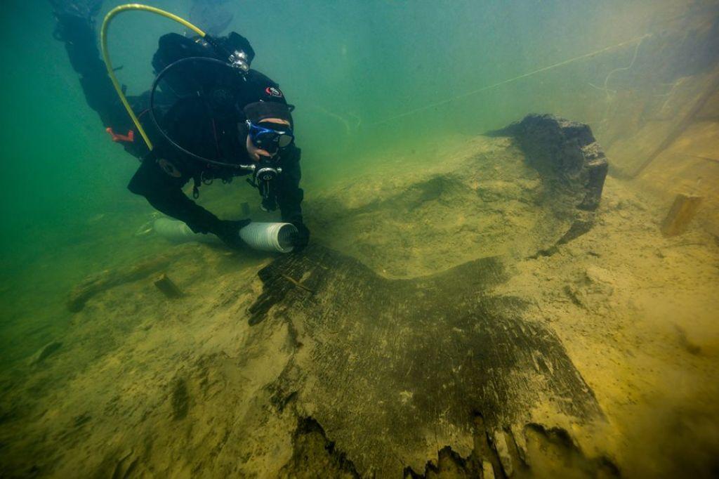 Iz Ljubljanice potegnili dele doslej največjega deblaka