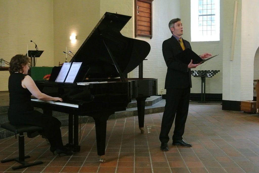 Slovenski operni pevec pel Schuberta med operacijo tumorja na možganih