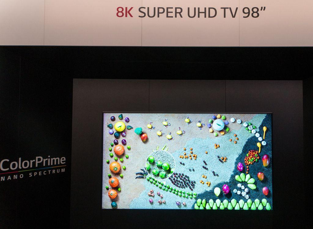 IFA 2015: Televizorji z lepšo ali samo bolj umetno sliko?