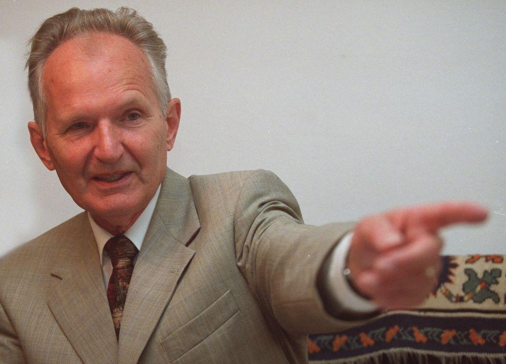 Skrivnostna šifra profesorja Toporišiča, ki je »preganjal zmot oblake«