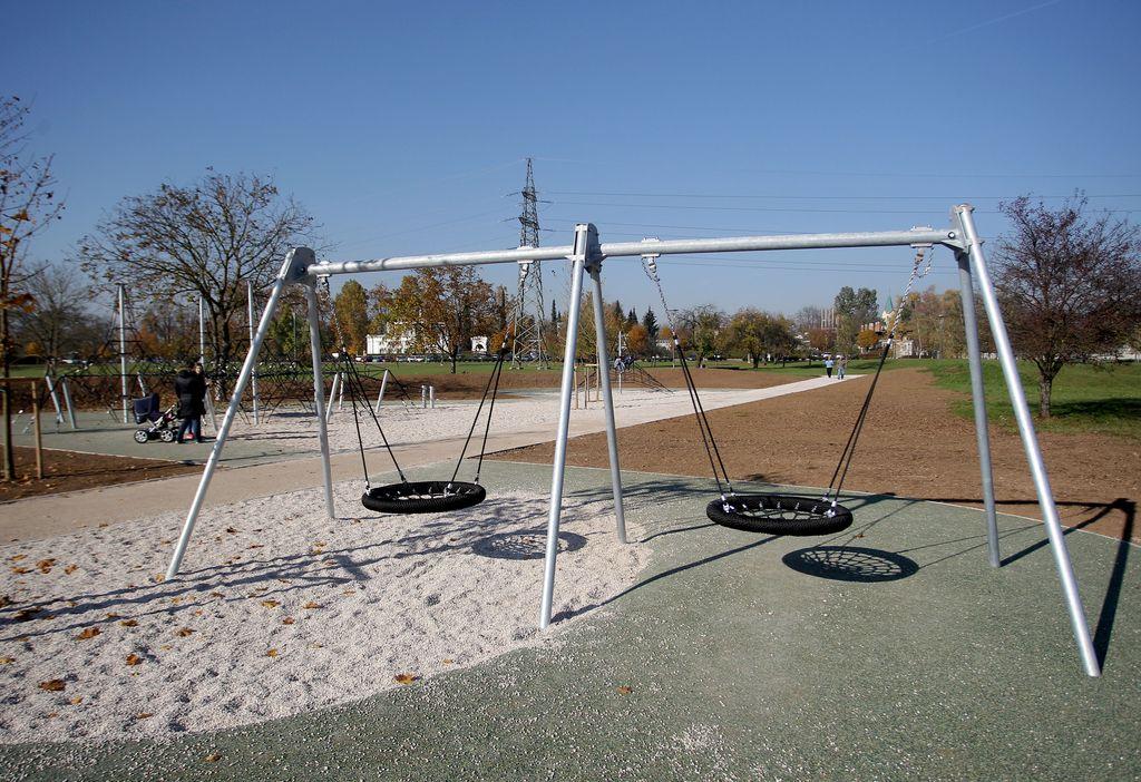V Šmartinskem parku še otroško igrišče