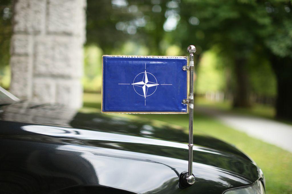 Imajo Slovenci raje Rusijo kot Nato?