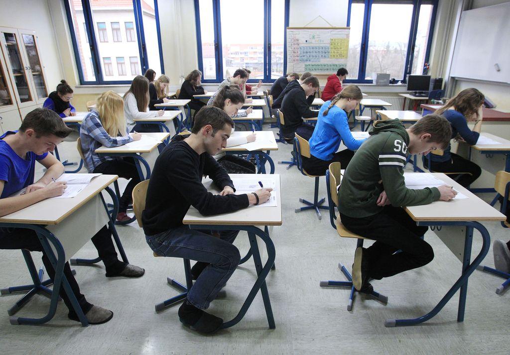 Za študij na višjih strokovnih šolah razpisanih 12.572 mest