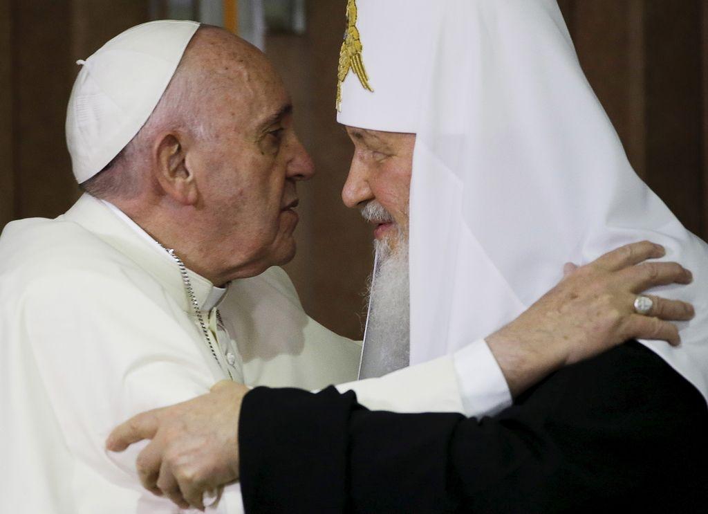 Stoletja katoliško-pravoslavnih spopadov in sklenitev miru na komunističnem otoku