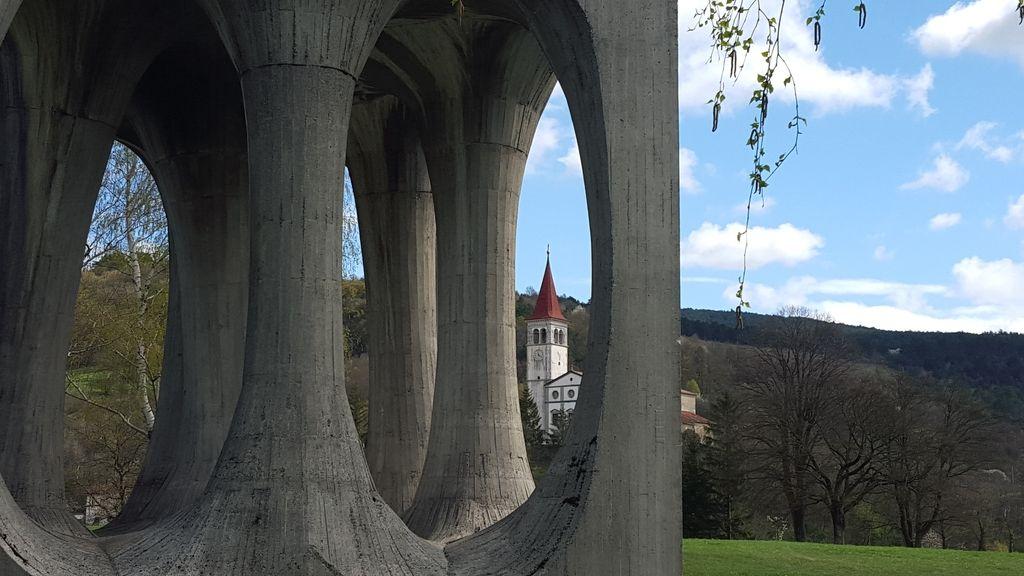Koga sploh (še) zanimajo jugoslovanski spomeniki revolucije?