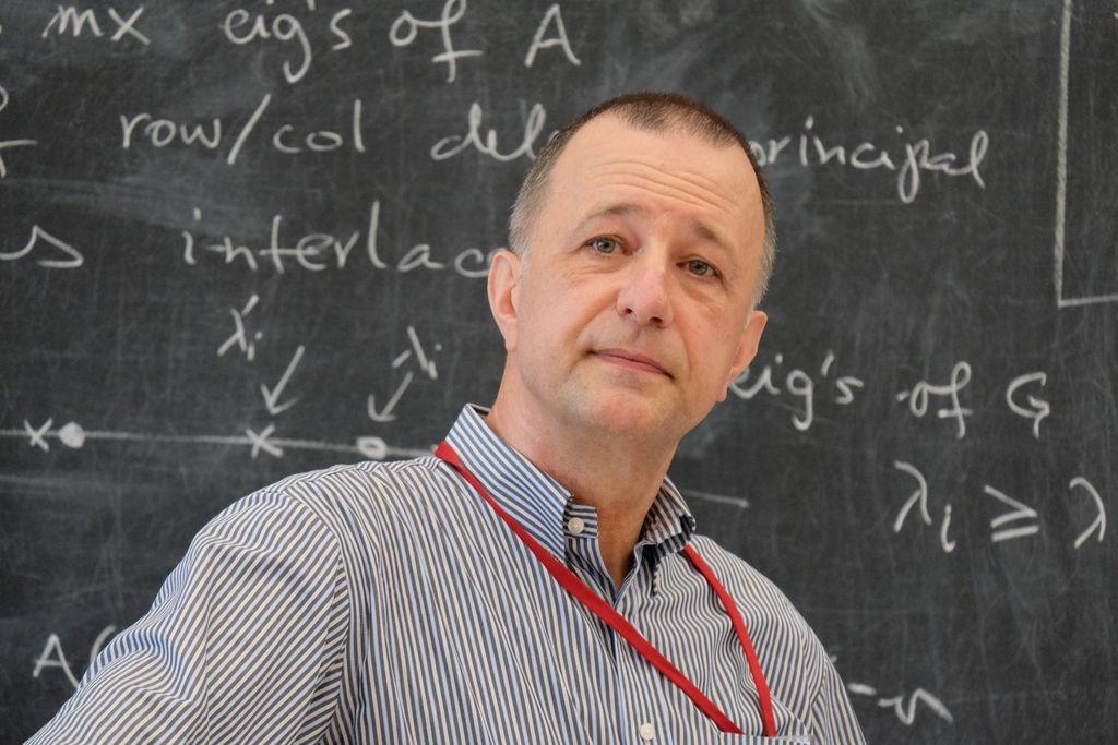 Matematik Bojan Mohar prejemnik Eulerjeve medalje za teorijo grafov