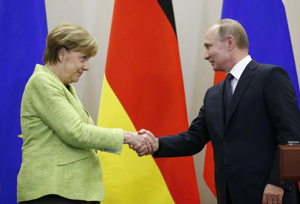 »Intenzivni« pogovori nemške kanclerke in ruskega predsednika v Sočiju