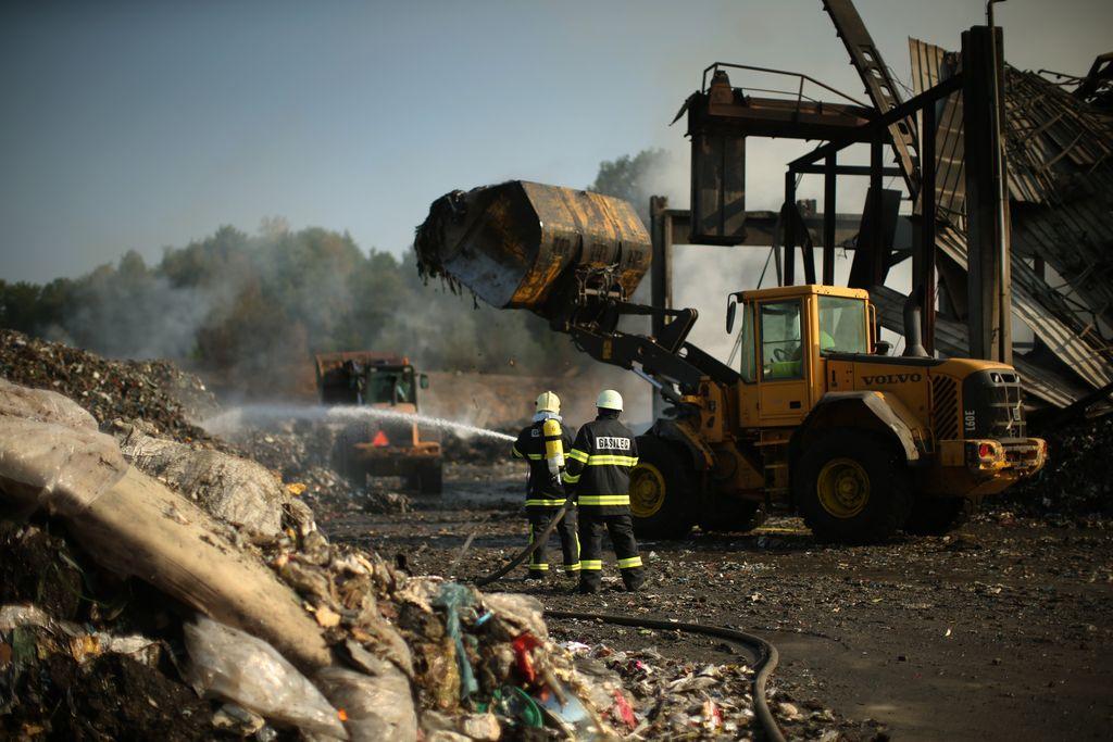 Požar v Zalogu: Med nenevarnimi »občasno« tudi nevarni odpadki