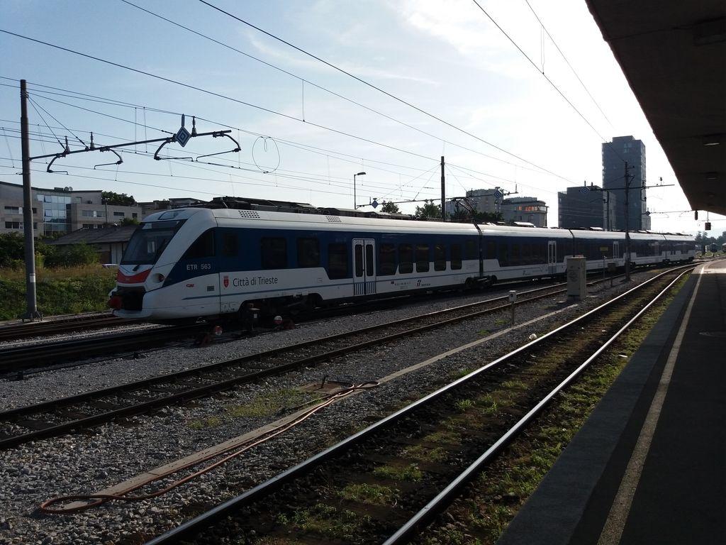 Iz Ljubljane v Trst bo končno spet vozil vlak