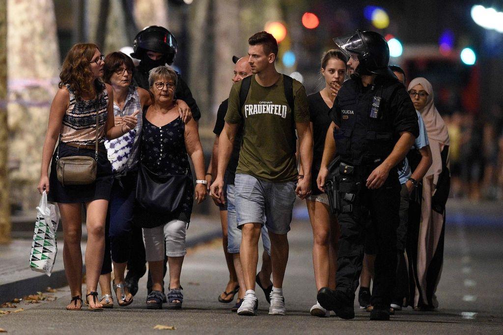 V Barceloni kombi zapeljal na pločnik med množico