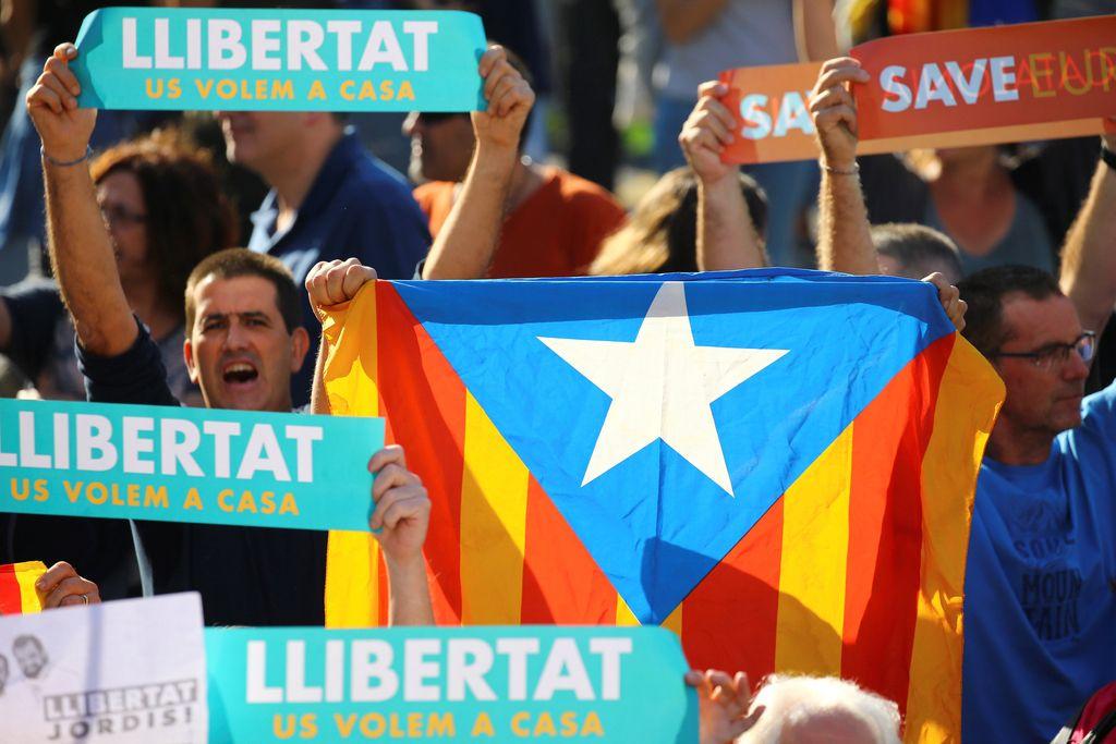 V primeru razglasitve katalonske neodvisnosti Puigdemontu grozi aretacija