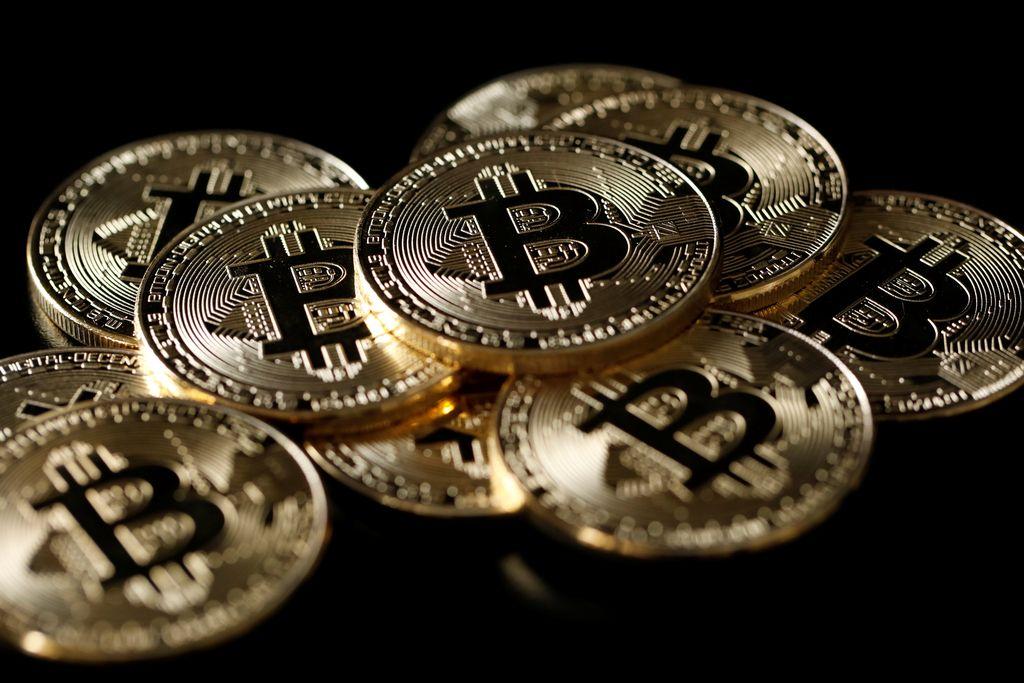 Po 4700 bitcoinih odšel še direktor
