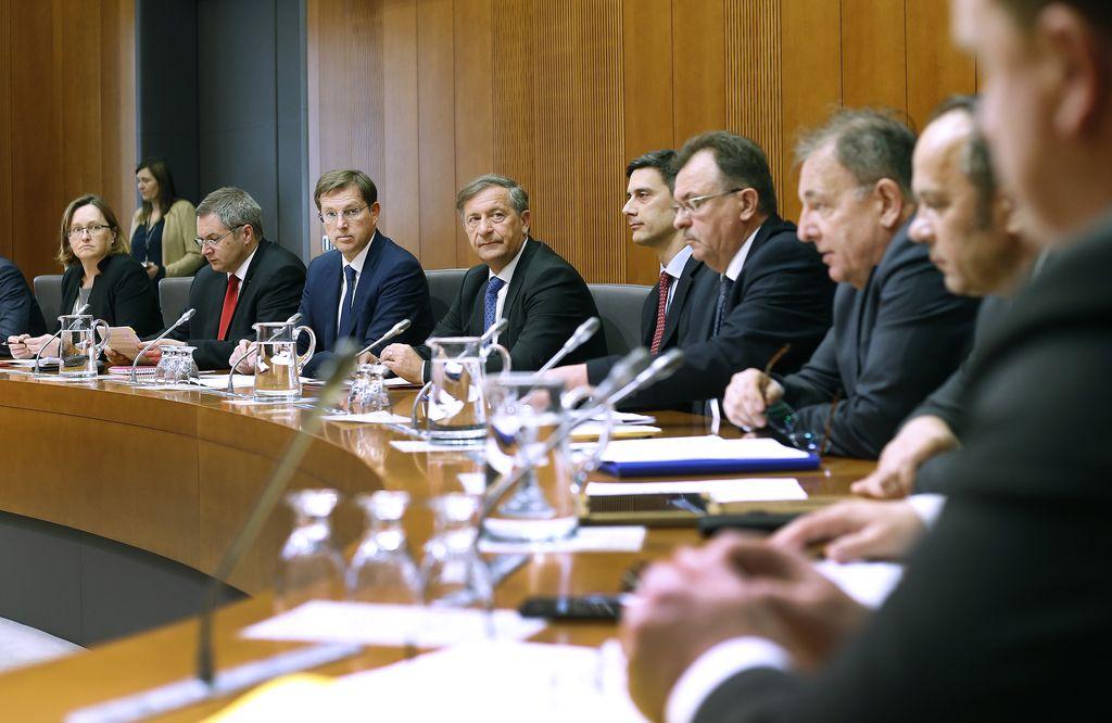 Slovenska politika zbira voljo za reševanje NLB