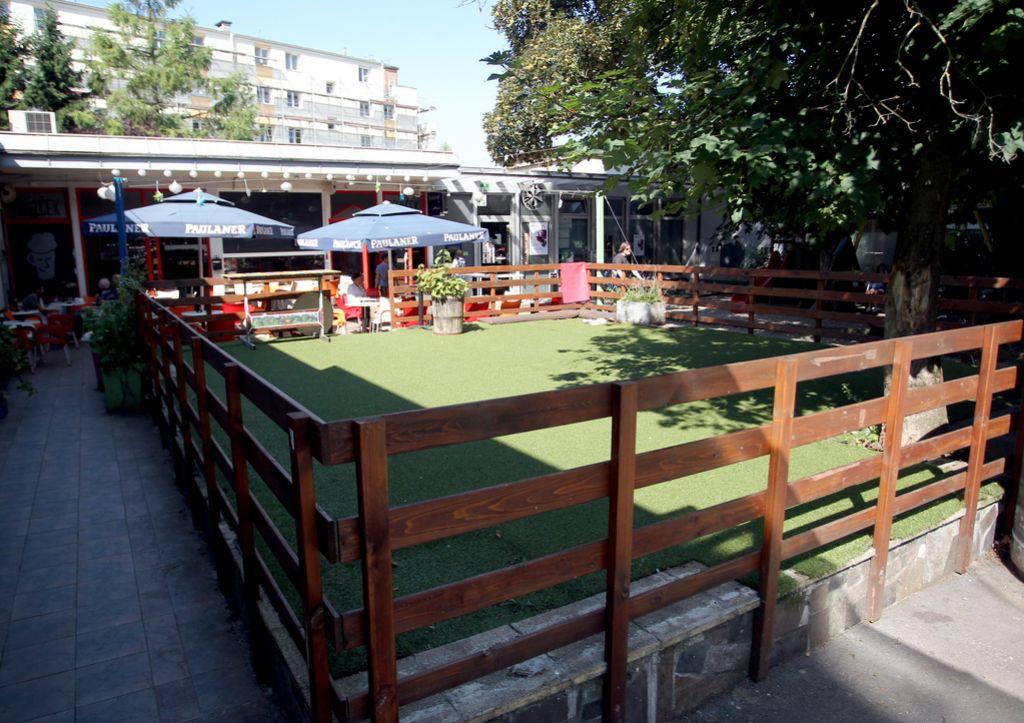 Prulčkovo dvorišče: Bo degradiran vrt končno urejen trg?