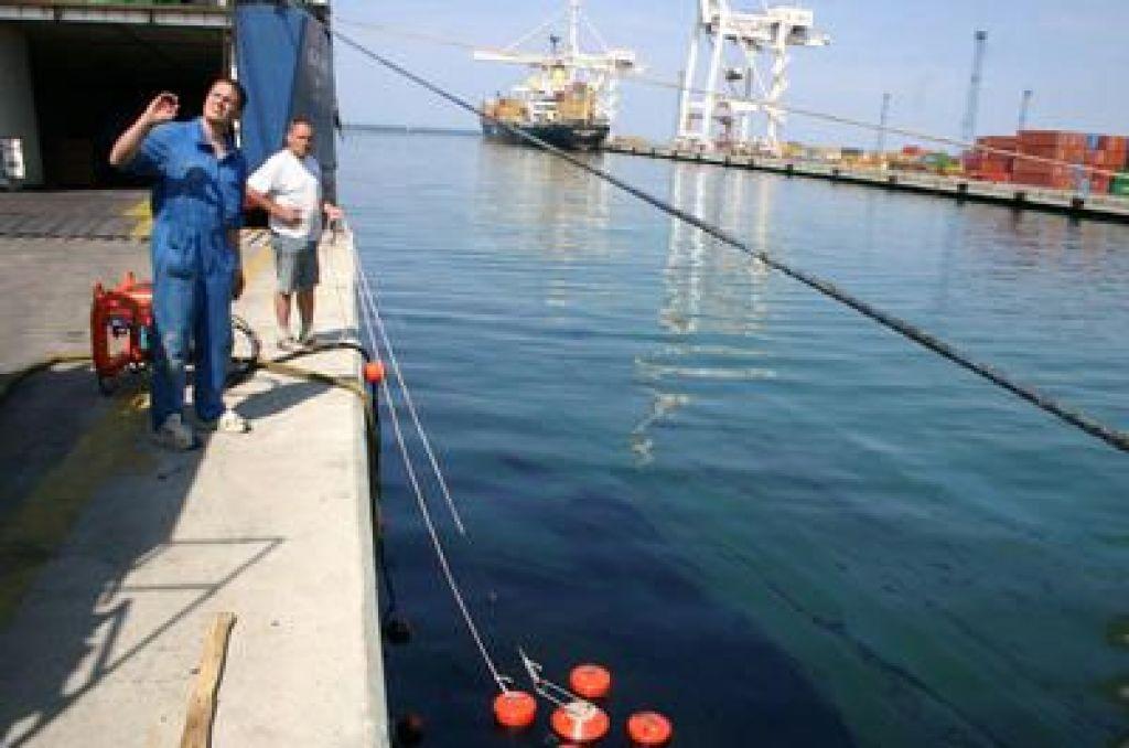 Razlitje nafte v Luki Koper